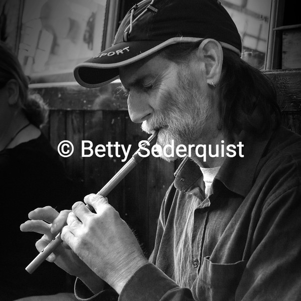 Pennywhistle player, Dublin