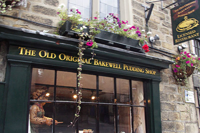 Bakewell is famous for its Bakewell Pudding, made by mistake by a servant in the 18th century. I had to stand in the middle of the street to take pictures - and all were blurry because I was rushing between cars.