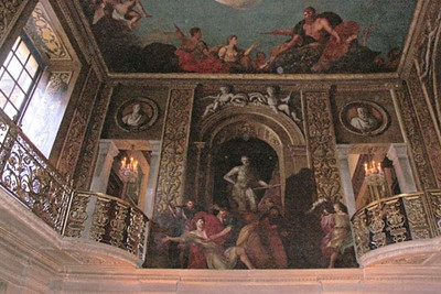 Chatsworth, Painted Hall. On the ceiling, we see 17th century paintings by Louis LaGuerre portraying Julius Caesar as a demi-god.