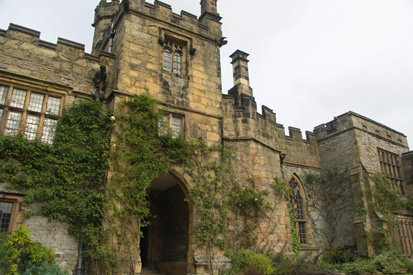 Haddon Hall, view from courtyard. The walls are limestone (both grey and honey-colored) and Derbyshire gritsone. Medieval and Renaissance mansions were built around a courtyard to maximize the light resulting from windows.