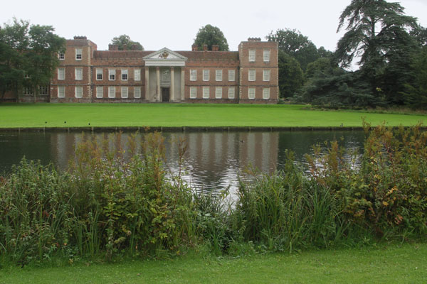 Back view of the Vyne