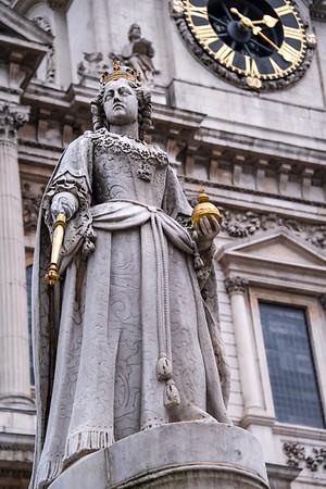 united kingdom; england; london; art; statue; queen victoria