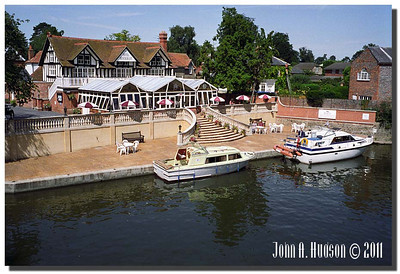 1374_1992019-R6-C2-NCS-England : River Thames at Wallingford, Oxfordshire