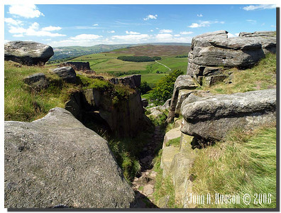 785_J7213252-UK : Looking south westerly from Stanage Edge towards the Hope Valley