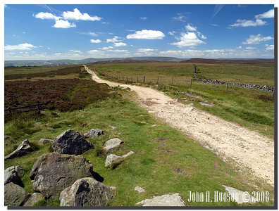 790_J7213259-UK : Pathway from Stanedge Pole to Stanage Edge, west of Sheffield; Win Hill at centre in middle far distance
