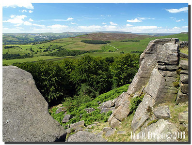 784_J7213251-UK : Looking south westerly from Stanage Edge towards the Hope Valley.