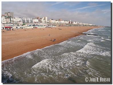 2403_J9201450-England : Sea shore at Brighton, East Sussex
