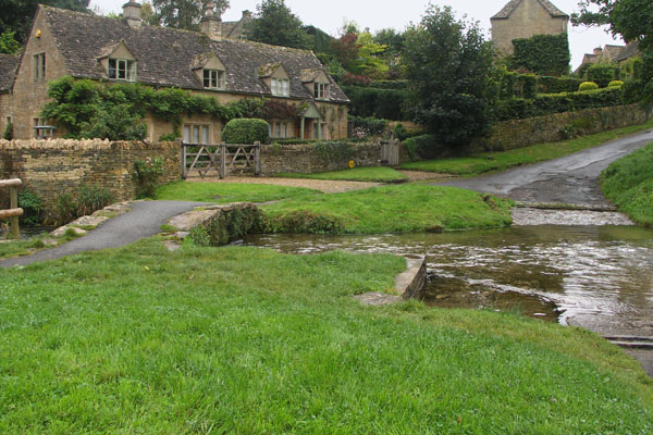 Upper and Lower Slaughter are known to be two of the most picturesque villages in the Cotswolds. We stopped briefly at Upper Slaughter. Here you can see a glimpse of the small, shallow tributary of the Windrush river, called the River Eye.