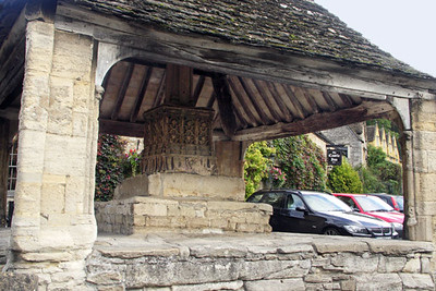 In the center of Castle Combe is a 14th century Market Cross. Perishable items were sold by merchants on the raised platform so that the rats which roamed the streets would not reach them.