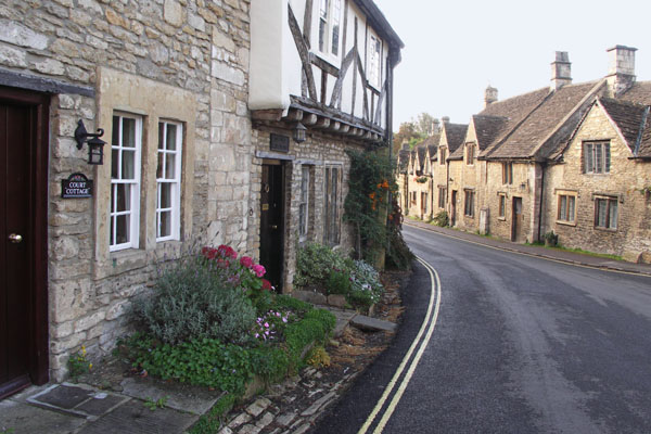A Tudor building in the center of Castle Combe