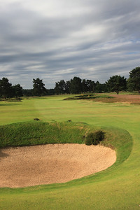 WaltonHeath_Old04BunkerVert_2221