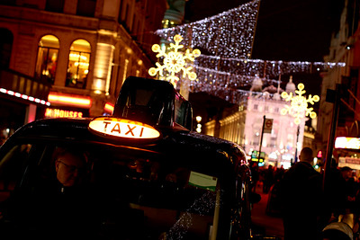Taxi, Piccadilly Circus, London's West End, City of Westminster, London, England