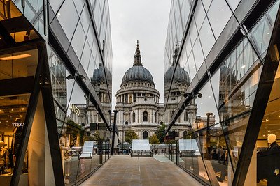 Reflection of Saint Paul's Cathedral at One New Change