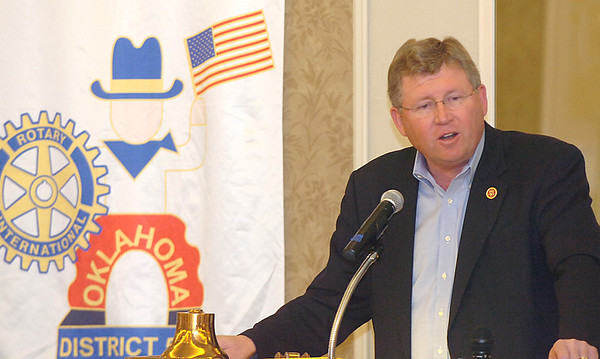 Congressman Frank Lucas addresses the Enid Rotary Club Monday at the Hiland Tower. (Staff Photo by BILLY HEFTON)