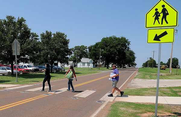 Students from Drummond High School cross Highway 132 on the first day of school Wednesday. (Staff Photo by BILLY HEFTON)