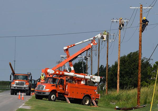 OG&E crews work to repair utility poles on west Chestnut Thursday August 10, 2017. (Billy Hefton / Enid News & Eagle)