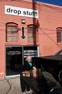 Bonnie Gainey unloads items at the back door of Park Avenue Thtift Thursday December 29, 2016. (Billy Hefton / Enid News & Eagle)