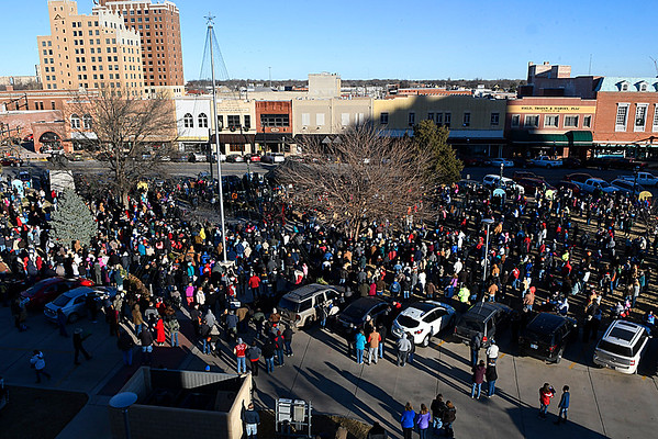 A look at the crowd gathered the Candy Cane Cash drawing Saturday December 9, 2017 on the Garfield County Courthouse lawn in downtown Enid. (Billy Hefton / Enid News & Eagle)