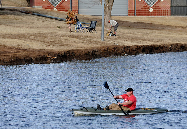 David Baldwin paddles his kayak on the water of Meadowlake Park Sunday. (Staff Photo by BILLY HEFTON)