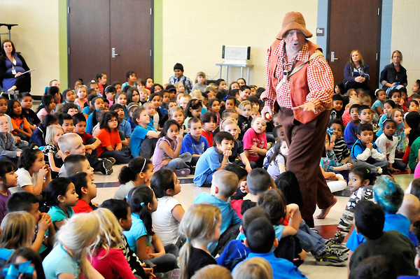 Hank Fincken portrays Johnny Appleseed at Garfield Elementary Monday as part of the Winter Chatuaqua series. (Staff Photo by BILLY HEFTON)