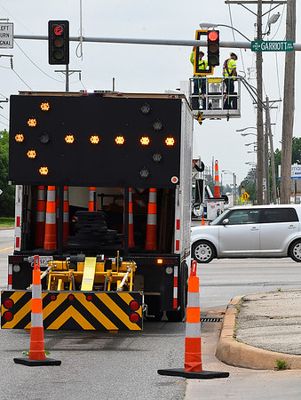 Contractors working for the Oklahoma Department of Transportation replace a backplate on one of the traffic signals at the intersection of Garriott and Cleveland Tuesday May 16, 2017. Crews will be preplacing backplates on the traffic signals along U.S. Hwy. 412 and U.S. Hwy. 81 over the next three weeks. (Billy Hefton / Enid News & Eagle)