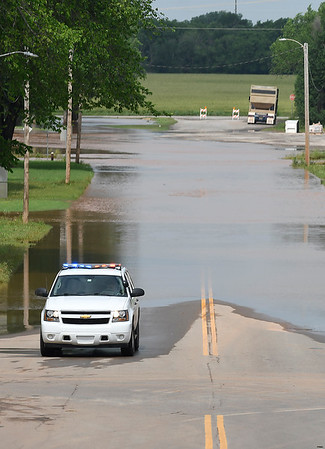 Kingfisher police block Hwy 33 on the westside of KIngfisher Saturday May 25, 2019. (Billy Hefton / Enid News & Eagle)