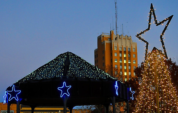 Following a night of festivities Friday, Christmas lights once again decorate the downtown square. (Staff Photo by BILLY HEFTON)