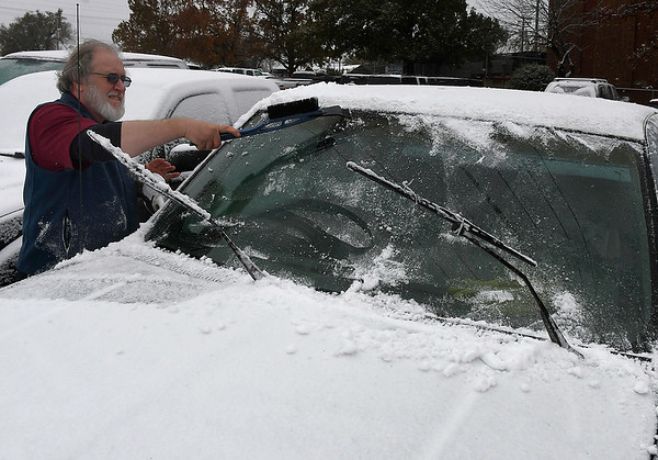 David Bellar cleans snow from his pick-up Monday November 12, 2018. (Billy Hefton / Enid News & Eagle)