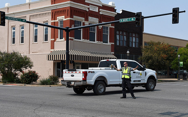 An Enid police officer directs traffic at the insection of Maine and Independence Tuesday September 5, 2017 after a power outage affected portions of downtown. (Billy Hefton / Enid News & Eagle)