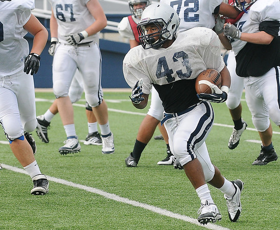 Raheem Mitchell runs the ball during a scrimmage Saturday at D. Bruce Selby Stadium. (Staff Photo by BILLY HEFTON)