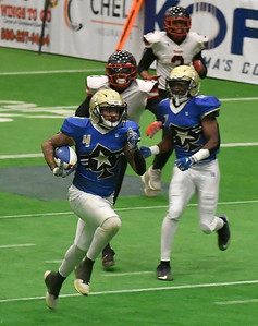 Flying Aces'          outruns Sioux City defenders for a touchdown Saturday, June 15, 2019, at the Stride Bank Center. (Billy Hefton / Enid News & Eagle)
