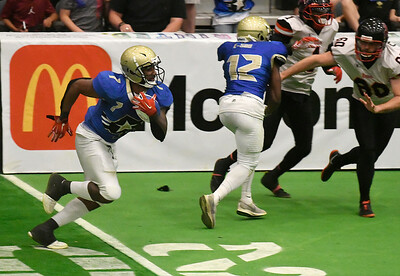 Flying Aces' Corey Avery follows blockers as he returns a kickoff for a touchdown against Sioux City Saturday, June 15, 2019, at the Stride Bank Center. (Billy Hefton / Enid News & Eagle)