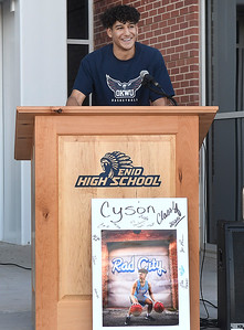 Cyson Mathis addresses those attending his letter of intent signing to play basketball at Oklahoma Wesleyan University  on the steps of the new Enid High School gym Friday, May 29, 2020. (Billy Hefton / Enid News & Eagle)