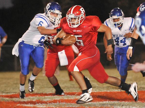 Ringwood's Eudaldo Gomez breaks through the Covington-Douglas defense for a long touchdown run Thursday at Ringwood High School. (Staff Photo by BILLY HEFTON)