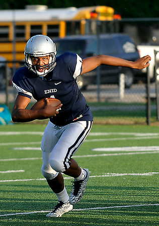 Enid quarterback, Fred Lawrence, runs the option during a scrimmage against Putnam City August 22. (Staff Photo by BILLY HEFTON)