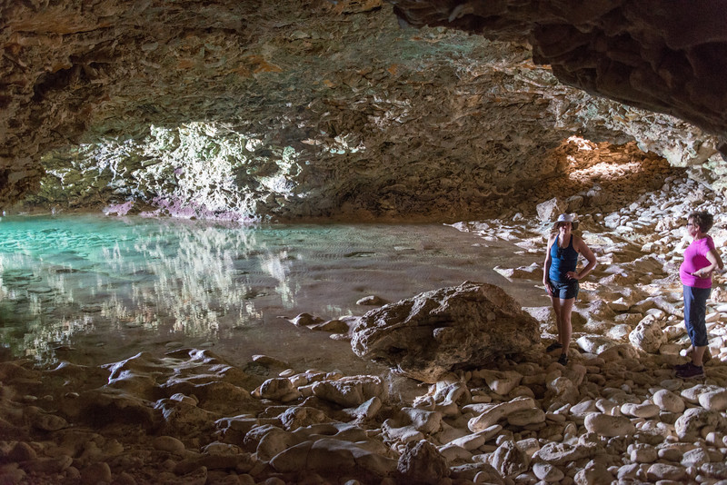 2015-01 Barbados Trip_0271 Anita & Lindsey in the Animal Flower Cave