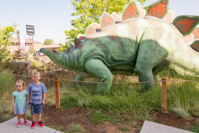 2016-08-27 Walker & Maggie at the Vernal Dinosaur Museum_0055