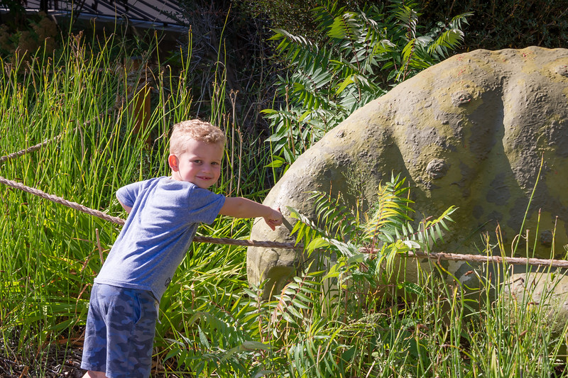 2016-08-27 Walker & Maggie at the Vernal Dinosaur Museum_0081