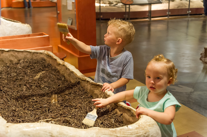 2016-08-27 Walker & Maggie at the Vernal Dinosaur Museum_0103