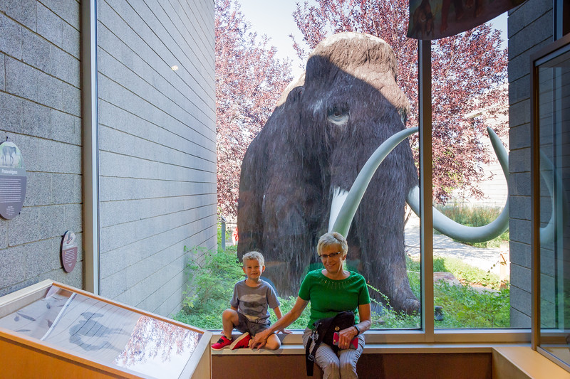 2016-08-27 Walker & Maggie at the Vernal Dinosaur Museum_0110
