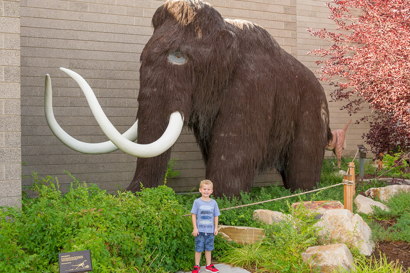 2016-08-27 Walker & Maggie at the Vernal Dinosaur Museum_0049