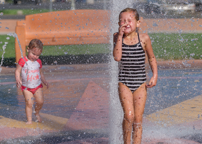 2016-09-09 Ayla & Maggie at the Splash Park_0292
