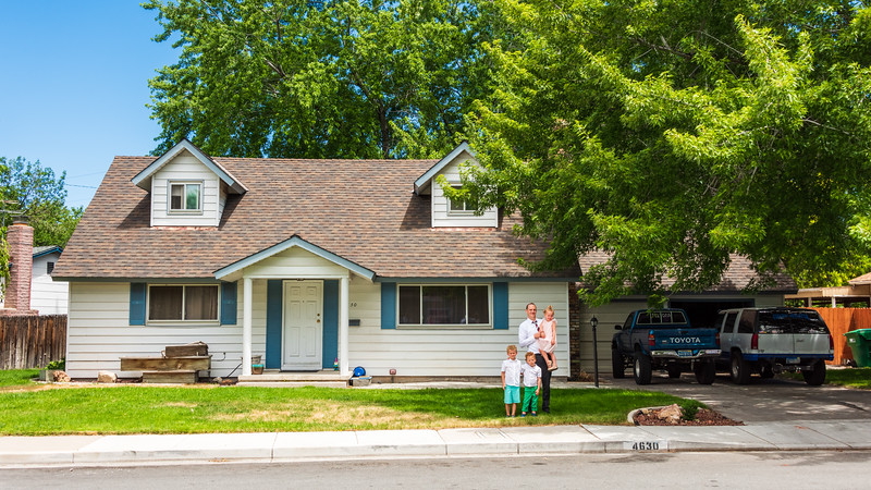 2018-07-07 Jeff & Children in Front of his Childhood House_0002