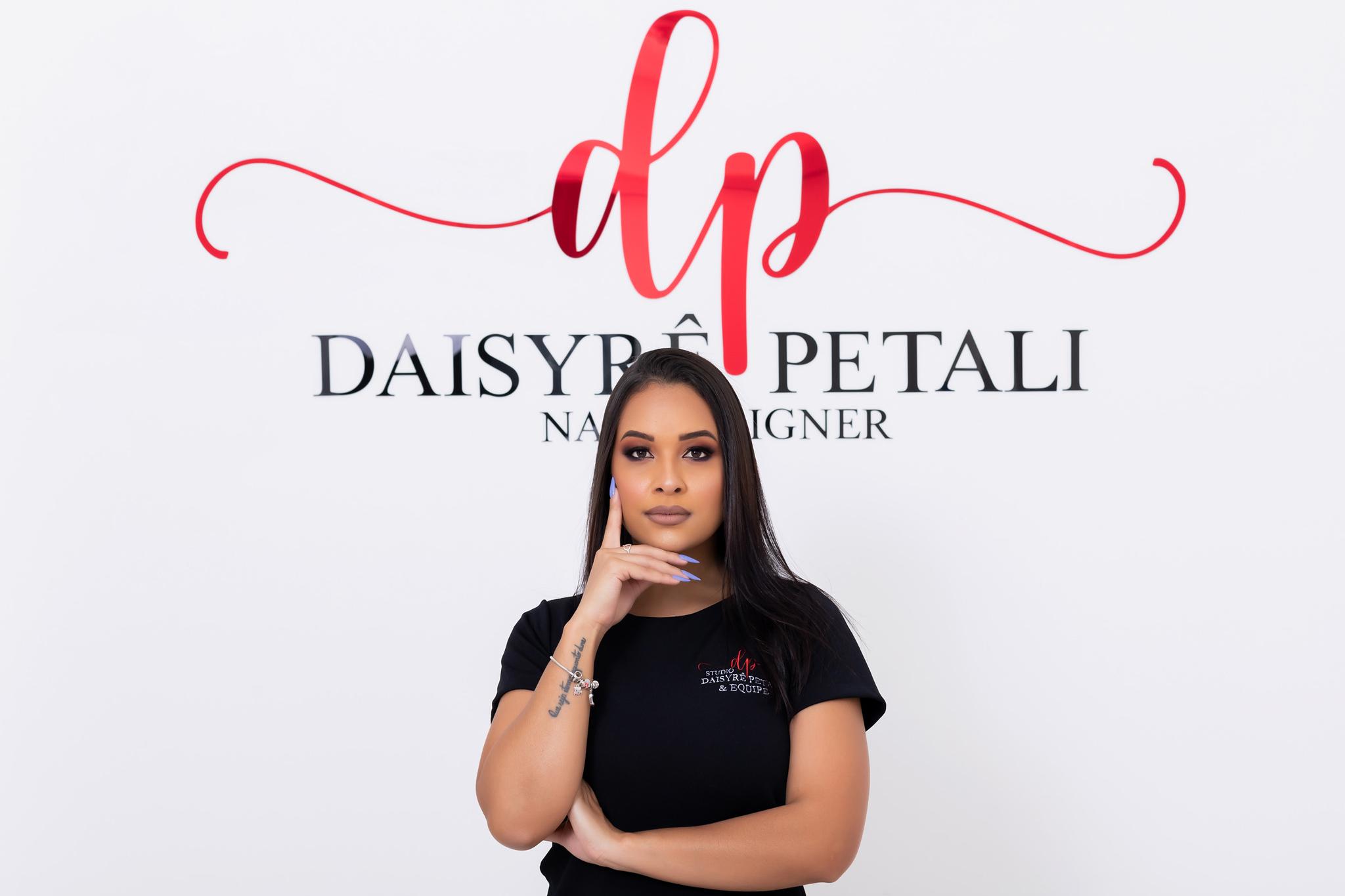 Nail Designer Deisyrê Petalis