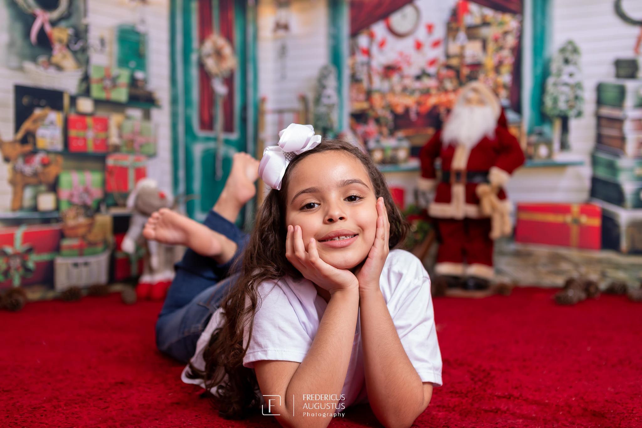 ensaio de Natal da minha fofa Ana Luísa, com cenário em 3D, que em todos os ângulos as fotos ficaram maravilhosas no estúdio Fredericus Augustus em Contagem