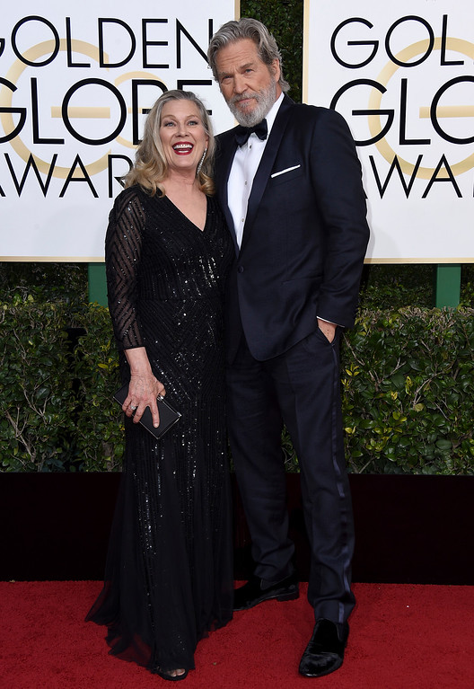 . Susan Geston, left, and Jeff Bridges arrive at the 74th annual Golden Globe Awards at the Beverly Hilton Hotel on Sunday, Jan. 8, 2017, in Beverly Hills, Calif. (Photo by Jordan Strauss/Invision/AP)