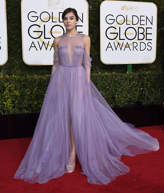 . Hailee Steinfeld arrives at the 74th annual Golden Globe Awards at the Beverly Hilton Hotel on Sunday, Jan. 8, 2017, in Beverly Hills, Calif. (Photo by Jordan Strauss/Invision/AP)