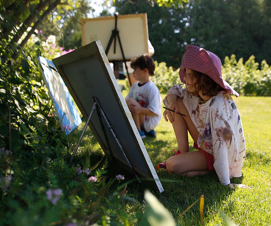 Painting in the garden with the VAE. 080516