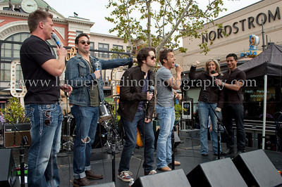 PortChuck_040711_1088w The Port Chuck Band performs live at The Grove outdoor mall as part of EXTRA! television show. ABC TV's daytime soap General Hospital actors Steve Burton, Brandon Barash, Bradford Anderson and Scott Reeves perform as the band Port Chuck named after the fictional city Port Charles in which the show General Hospital is based. The actors are joined onstage during their interview with Mario Lopez by fellow castmate actor Laura Wright, who plays the role of Carly Corinthos Jacks.  Photo ©2011Laurie Paladino  No usage of any kind, including fan websites, without permission from www.lauriepaladinophotography.com  Any unauthorized use subject to mandatory photo credit to ©Laurie Paladino and compensation to www.lauriepaladinophotography.com