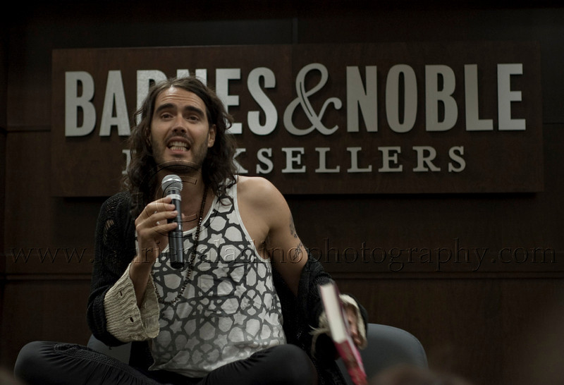 RB_lp_05012009_1018<br /> British comic, actor and author Russell Brand appears at Barnes and Noble at The Grove in Los Angeles CA to read from and sign his UK best-seller, My Booky Wook 05/12/2009<br /> Photo ©Laurie Paladino 2009